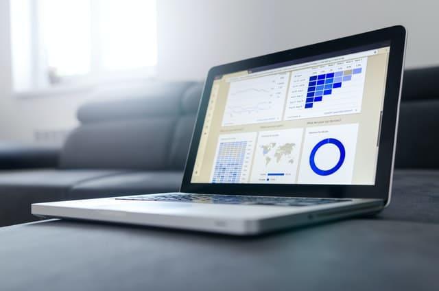 Estrategia digital. Foto de un laptop.